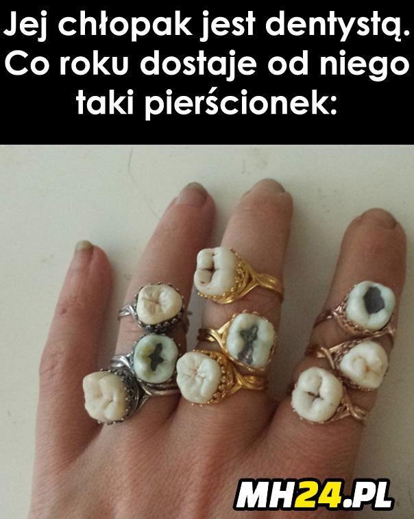 Chłopak dentysta daje jej oryginalne pierścionki xD