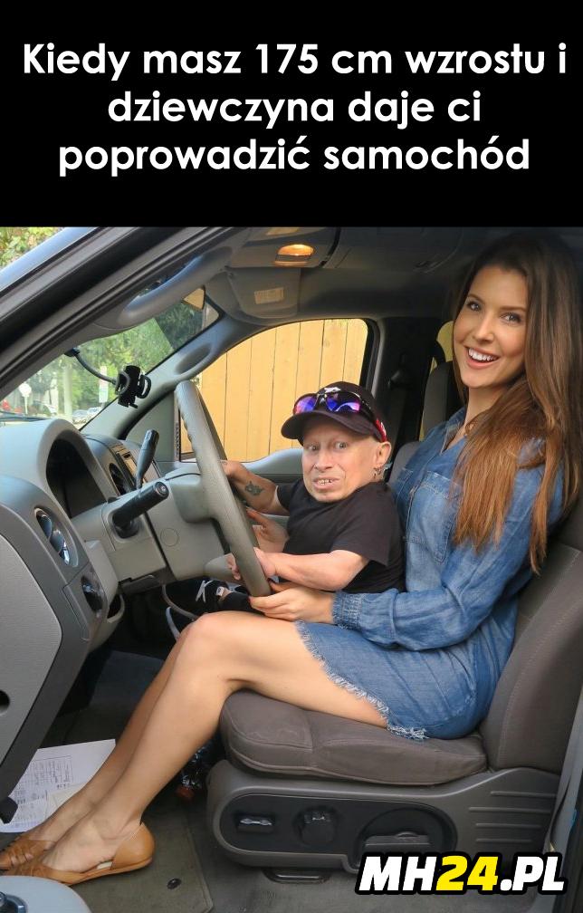Kiedy dziewczyna daje poprowadzić samochód niskiemu facetowi