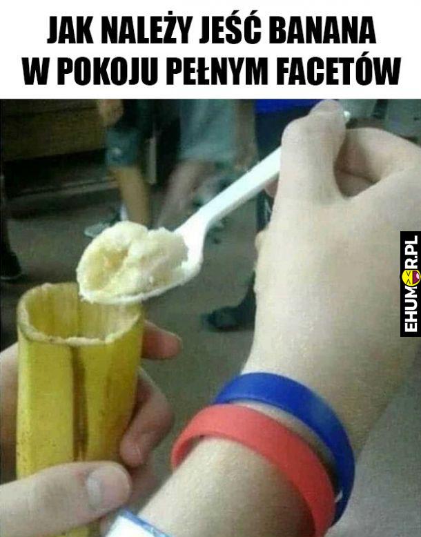 Jak jeść banana w pokuju pełnym facetów